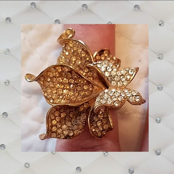 bdcb43c7ab2b2 Gold rhinestone flower & butterfly cocktail ring
